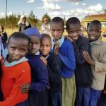 Studenter i Kamara köar för skor